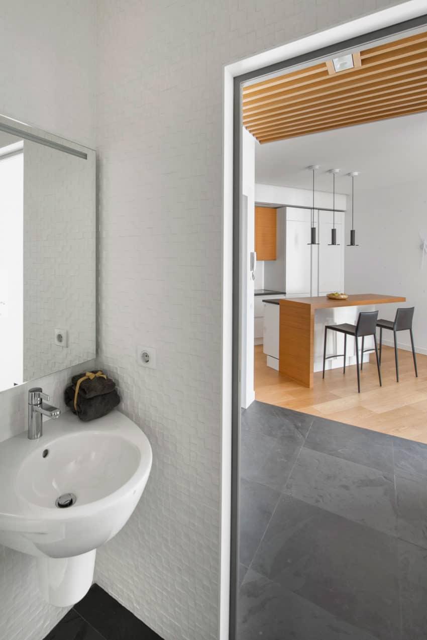 Tikhonov Dsgn Creates Tiny Apartment Interior in Moscow (19)