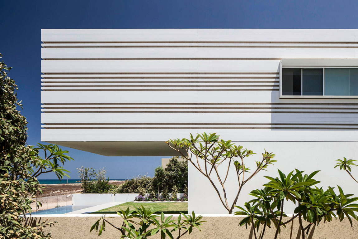 A House by the Sea by Pitsou Kedem Architects (3)