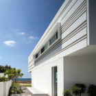 A House by the Sea by Pitsou Kedem Architects (4)