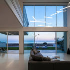 A House by the Sea by Pitsou Kedem Architects (20)