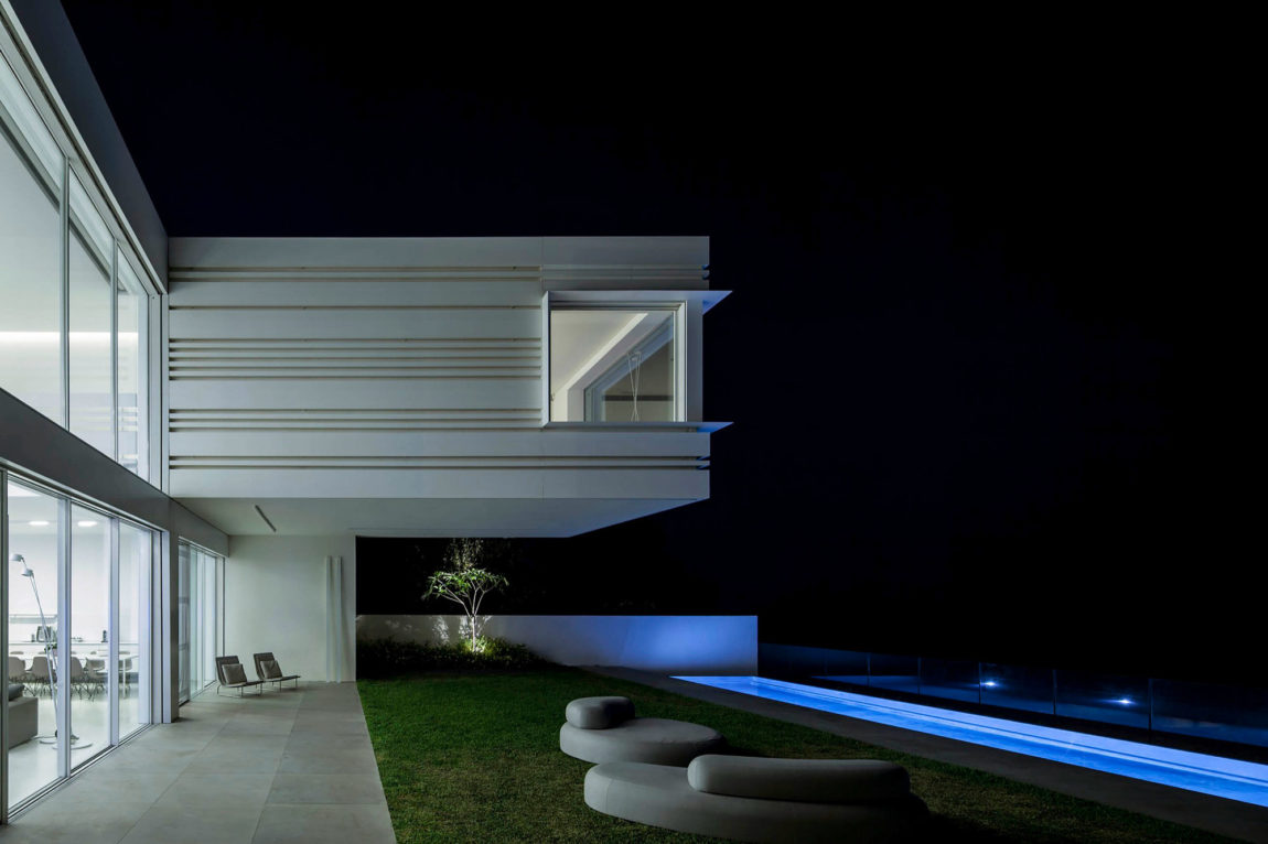 A House by the Sea by Pitsou Kedem Architects (22)