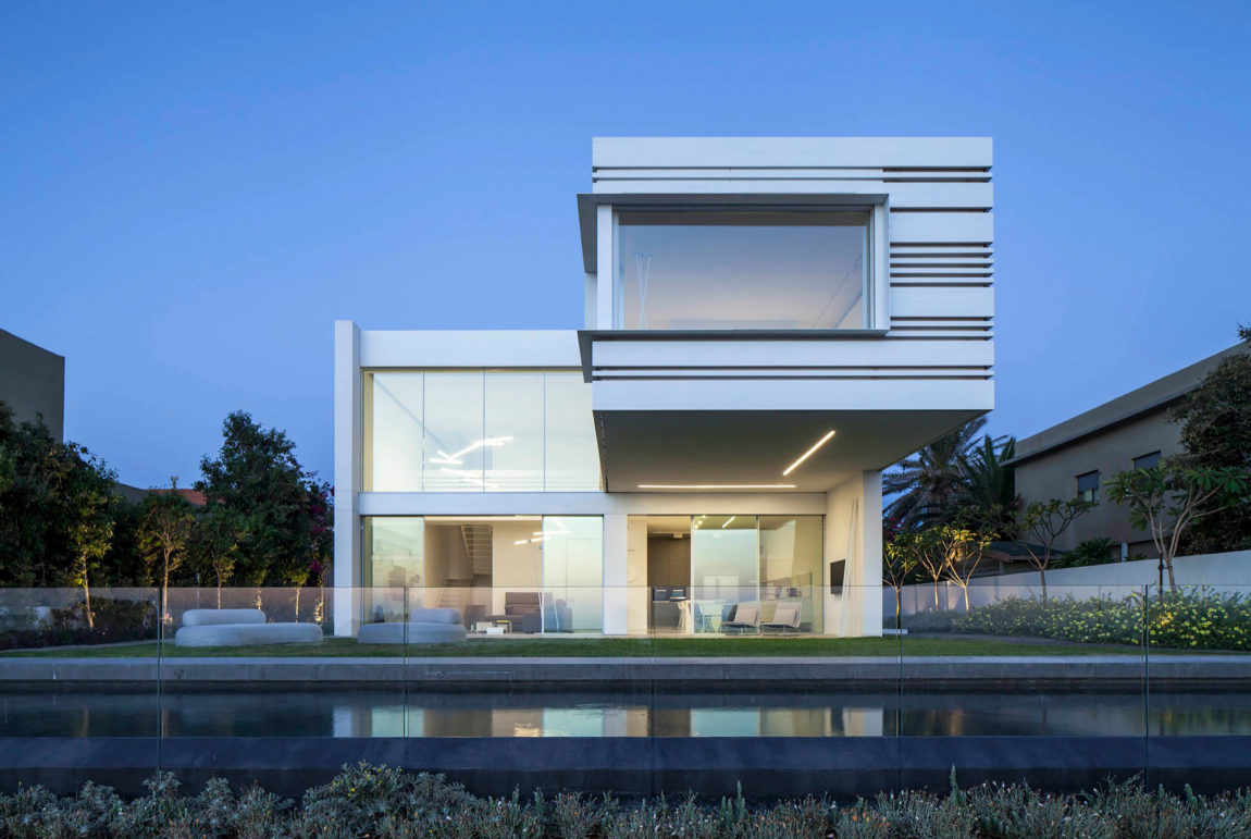 A House by the Sea by Pitsou Kedem Architects (25)