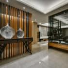 A Spacious Apartment Full of Contemporary Elegance (1)