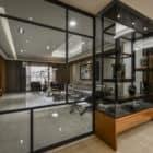 A Spacious Apartment Full of Contemporary Elegance (2)