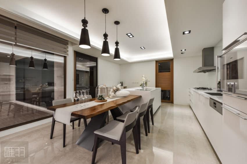 A Spacious Apartment Full of Contemporary Elegance (14)