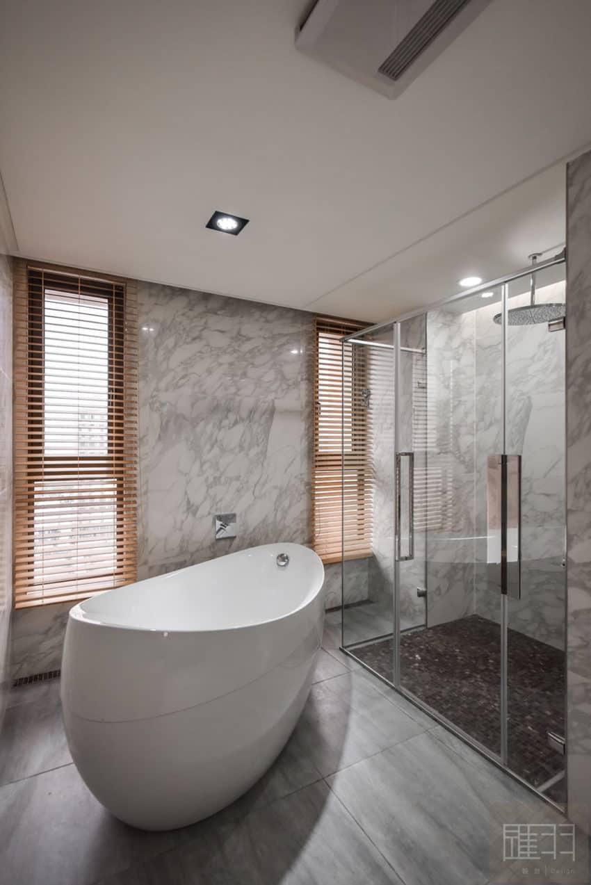 A Spacious Apartment Full of Contemporary Elegance (24)