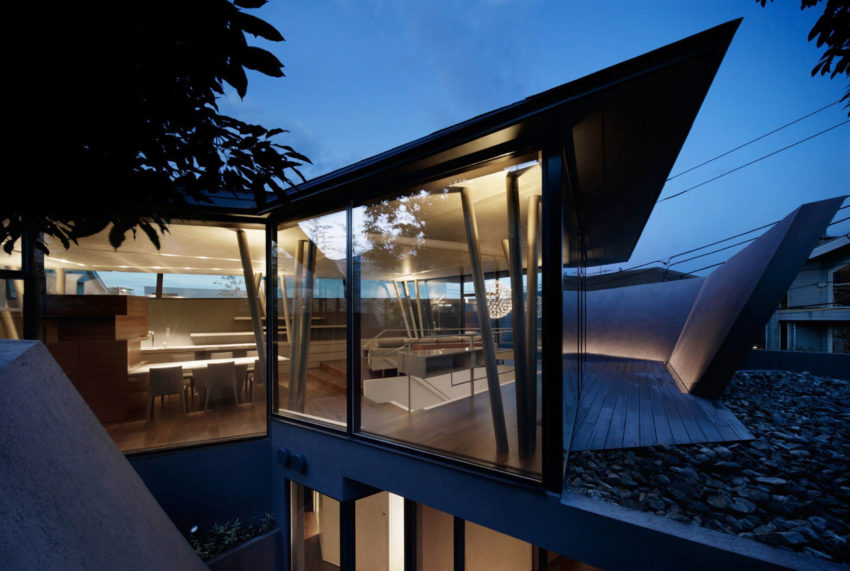 ARTechnic Architects Design A Modern Geometric Home (23)