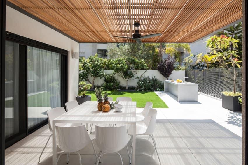 B House by Tal Goldsmith Fish Design Studio (1)