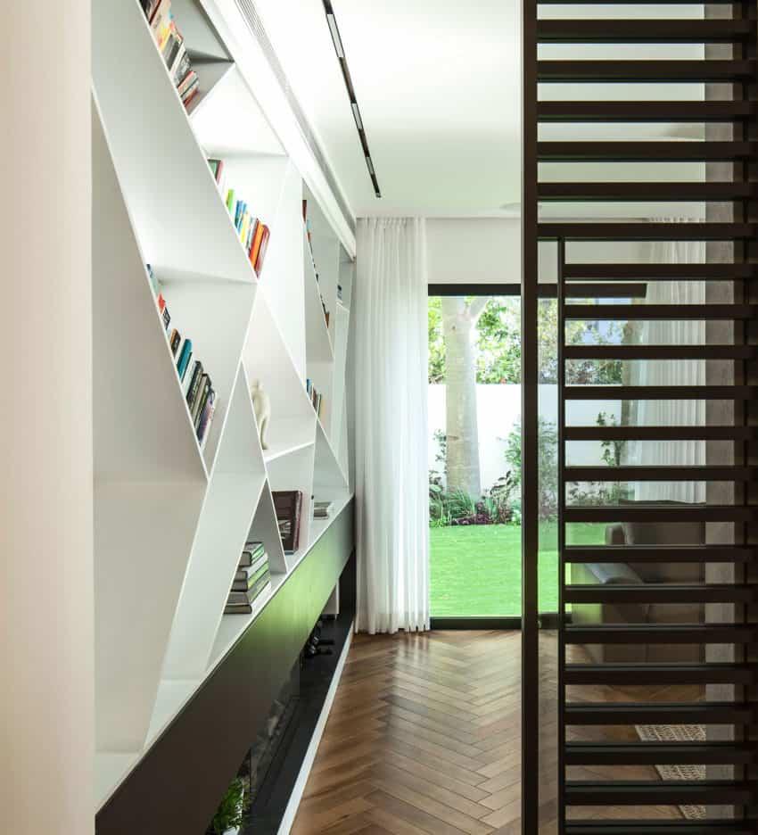B House by Tal Goldsmith Fish Design Studio (5)
