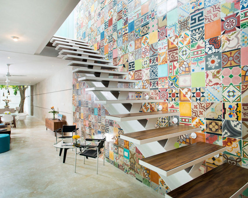 Colorful Home with Wall Tiles by H. Ponce Arquitectos (8)