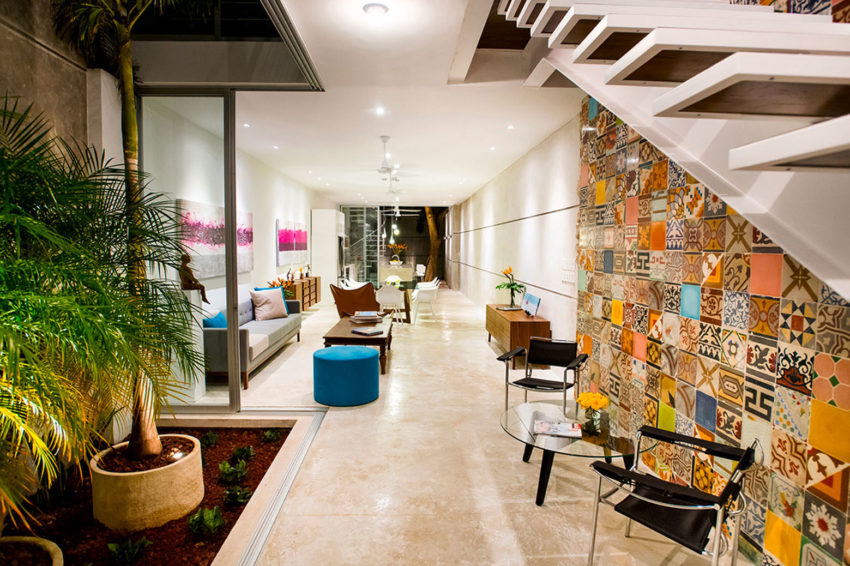 Colorful Home with Wall Tiles by H. Ponce Arquitectos (13)