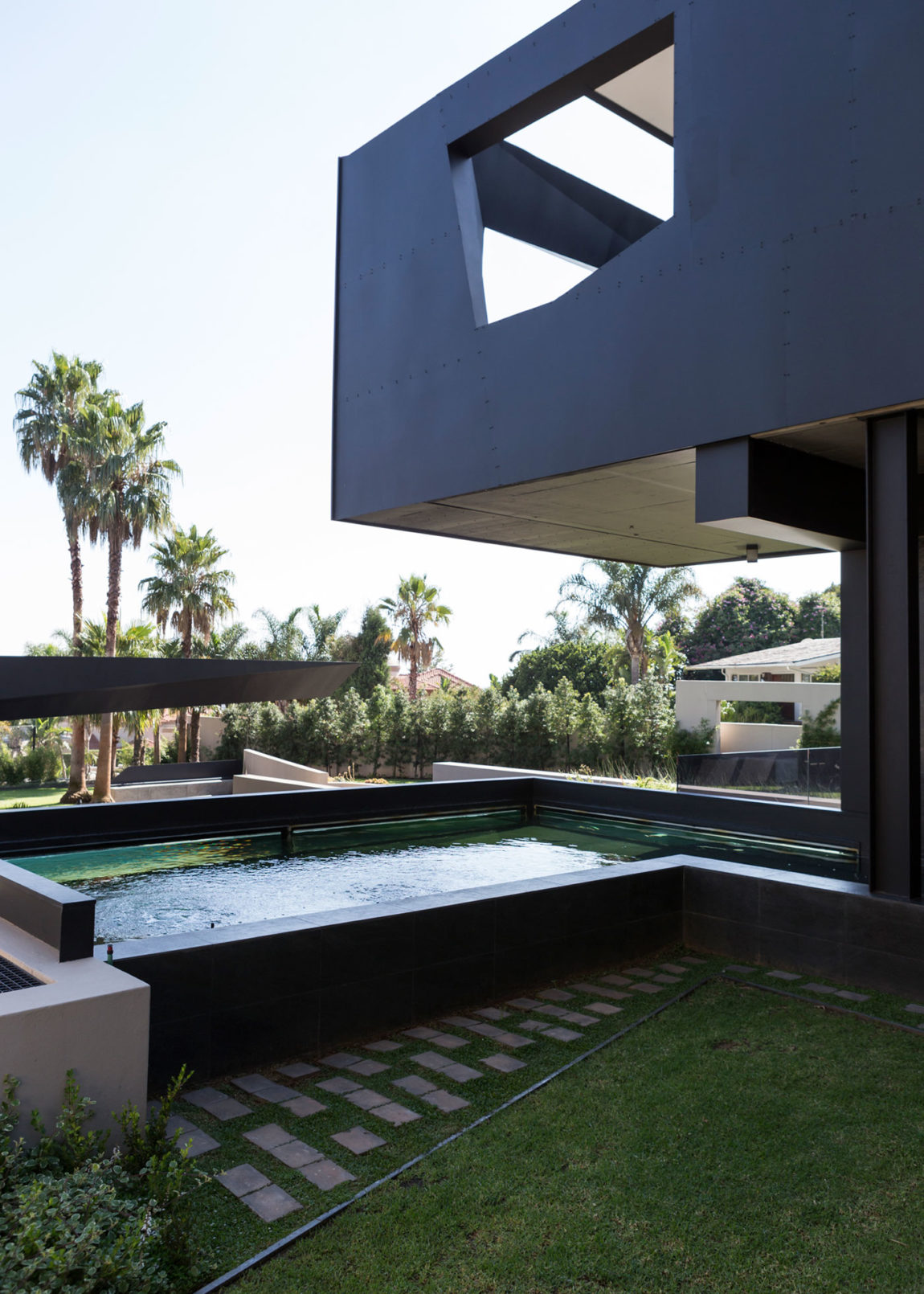 Kloof Road House by Nico van der Meulen Architects (5)