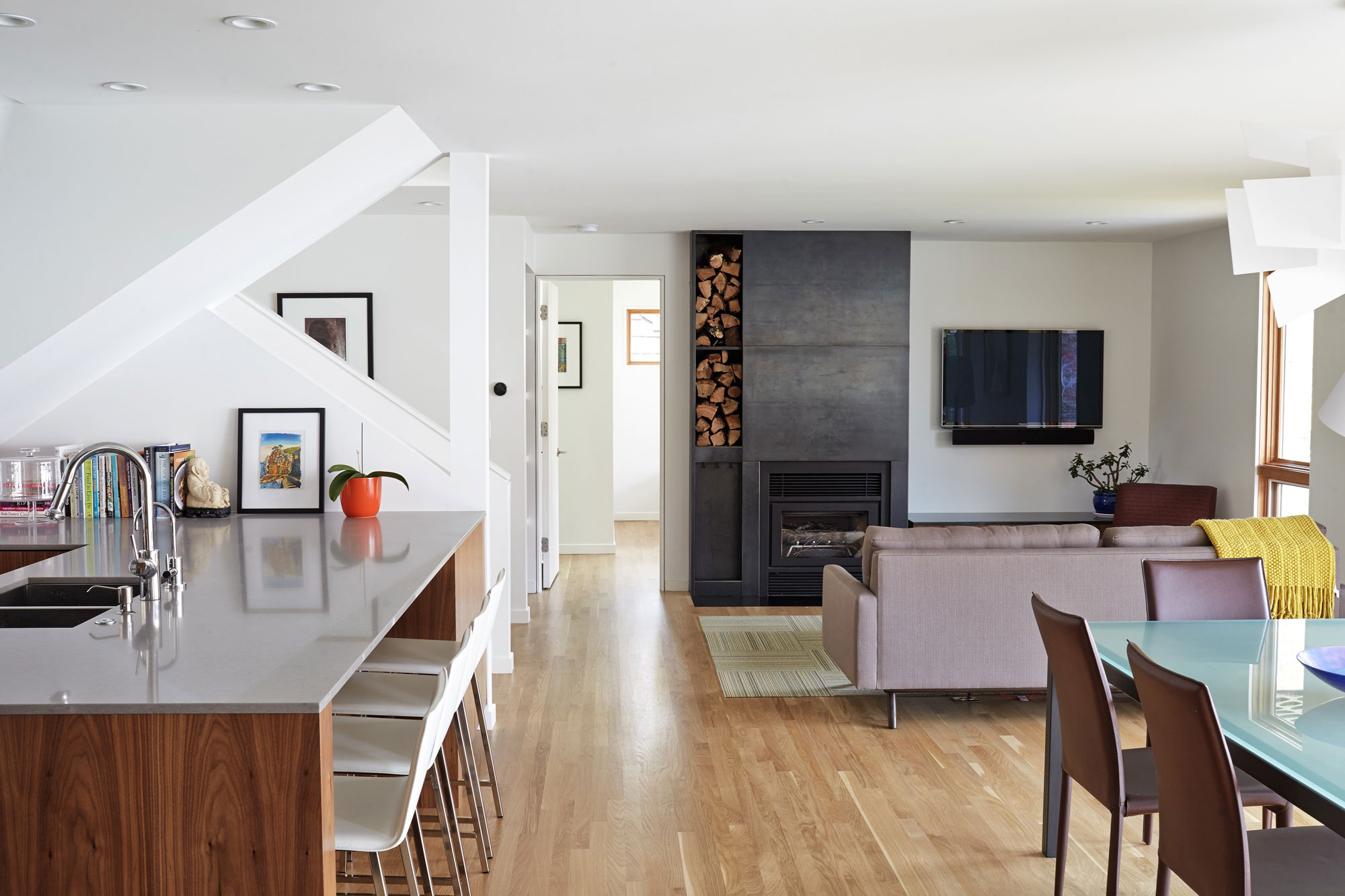 Renovation of a 1950s Single-Story Ranch Home