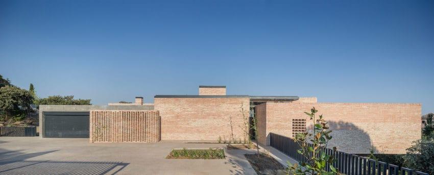 Single-Family Brick House by Mariano Molina Iniesta (1)