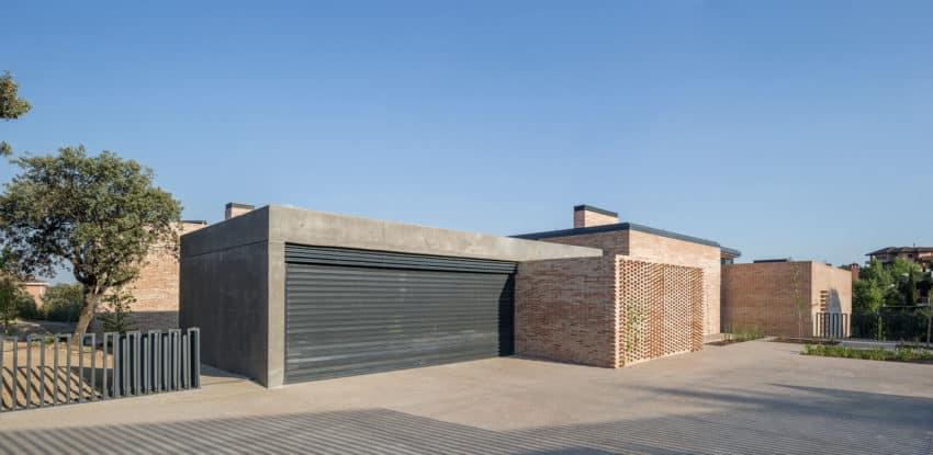 Single-Family Brick House by Mariano Molina Iniesta (2)