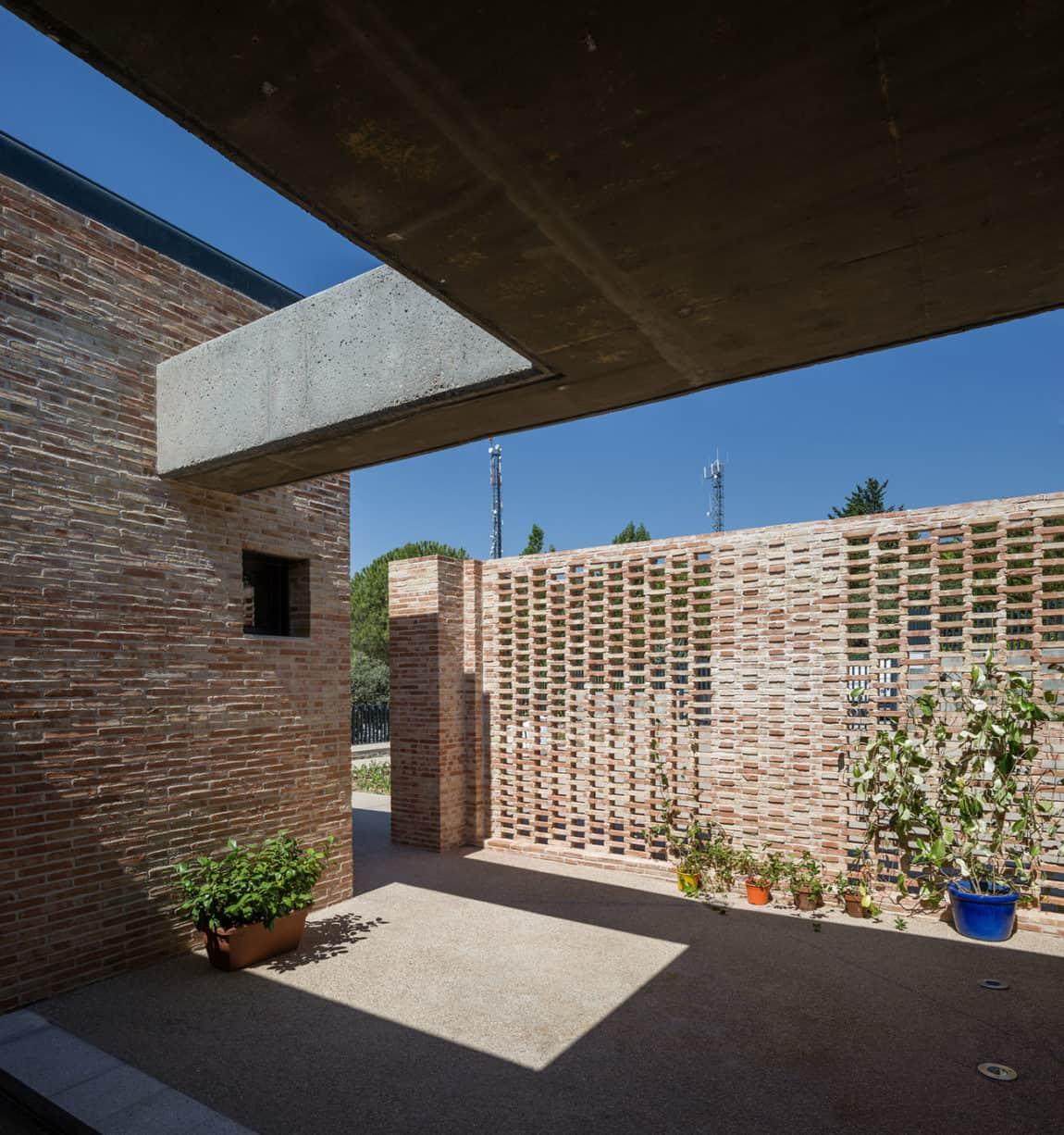 Single-Family Brick House by Mariano Molina Iniesta (3)
