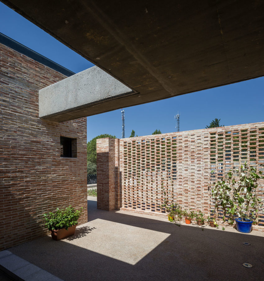 Single-Family Brick House by Mariano Molina Iniesta (3)