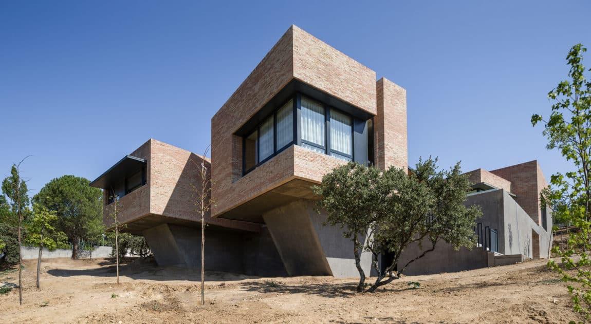 Single-Family Brick House by Mariano Molina Iniesta (5)