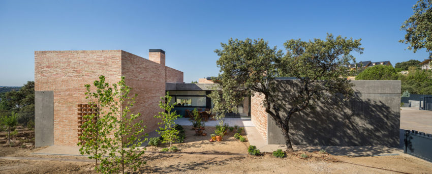 Single-Family Brick House by Mariano Molina Iniesta (8)