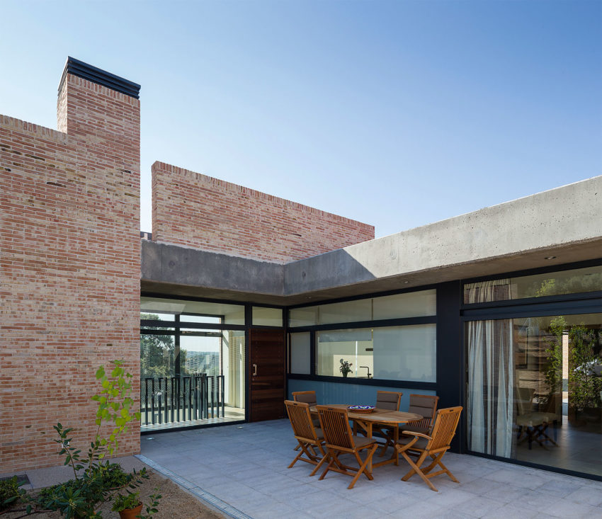 Single-Family Brick House by Mariano Molina Iniesta (9)