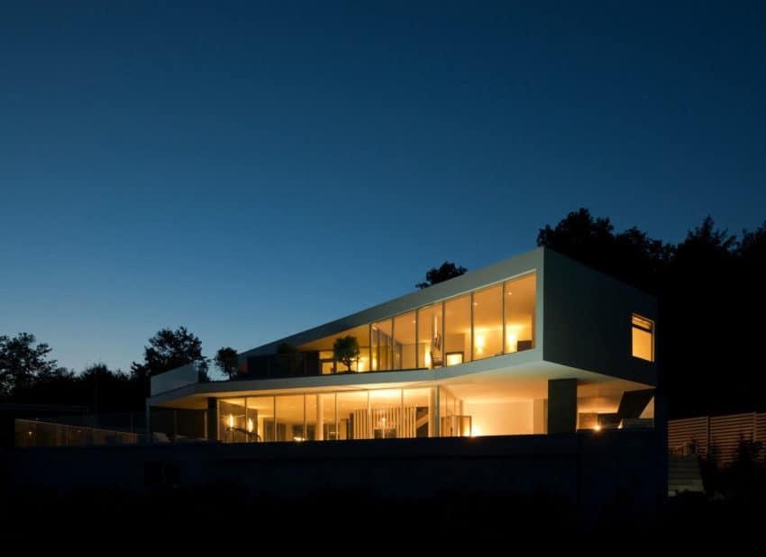 Spacious Contemporary Home by Alexandra Fedorova (26)
