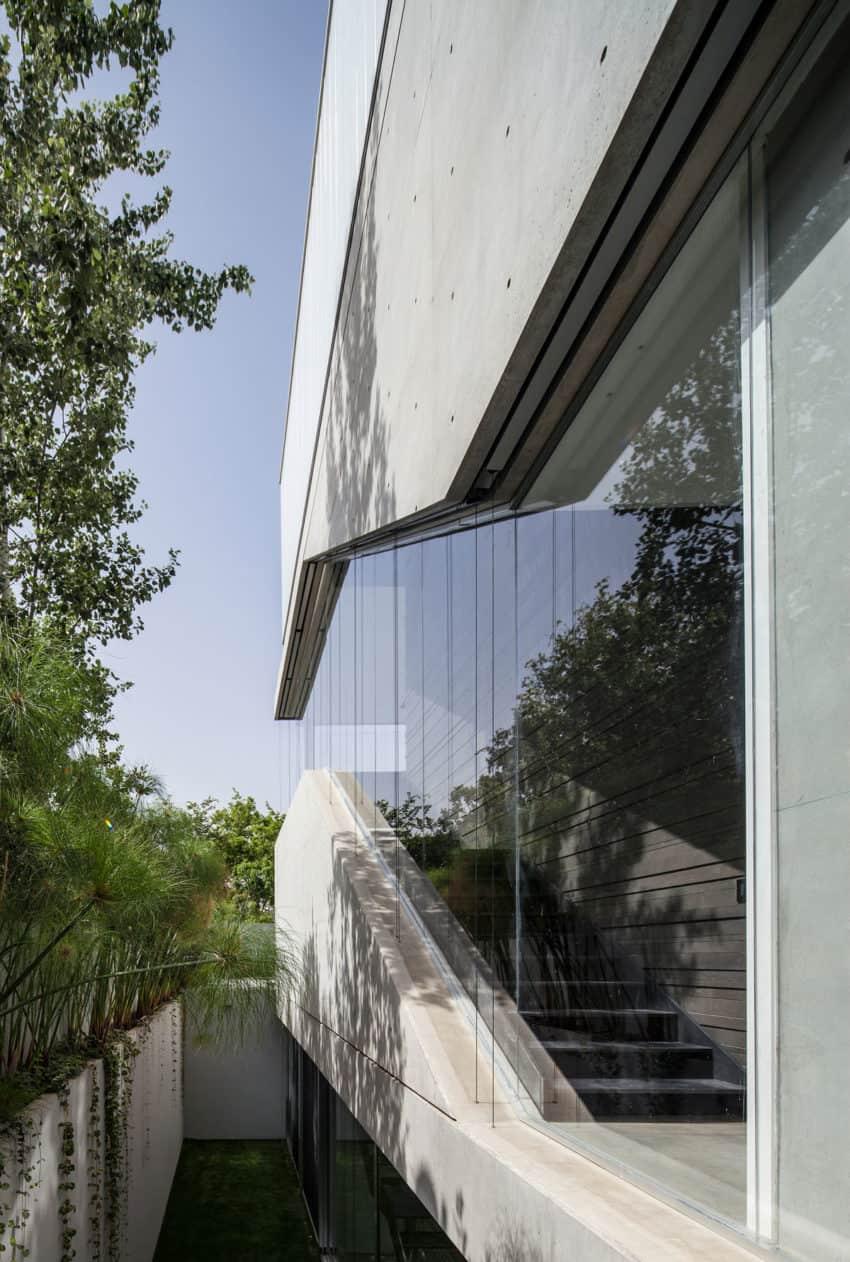 Stunning Contemporary Home in Ramat Gan (13)