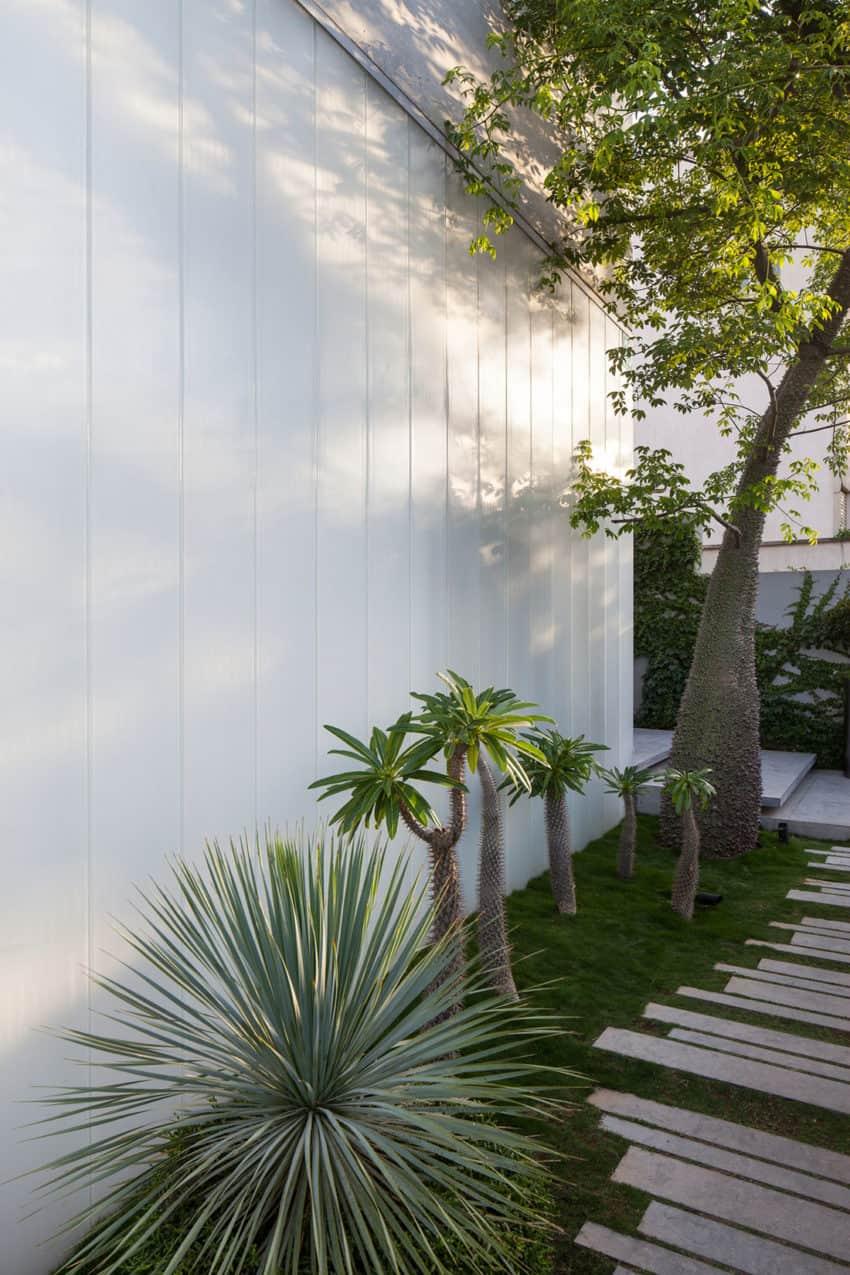 Stunning Contemporary Home in Ramat Gan (15)