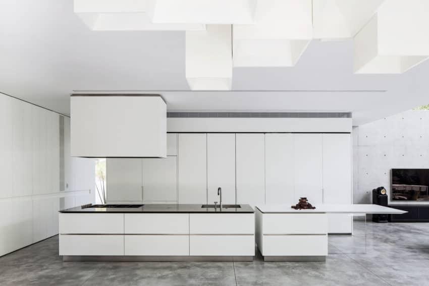 Stunning Contemporary Home in Ramat Gan (20)