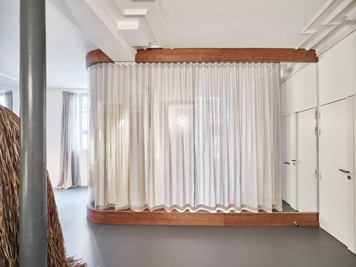 Glass & Walnut Loft by CUT Architectures (3)