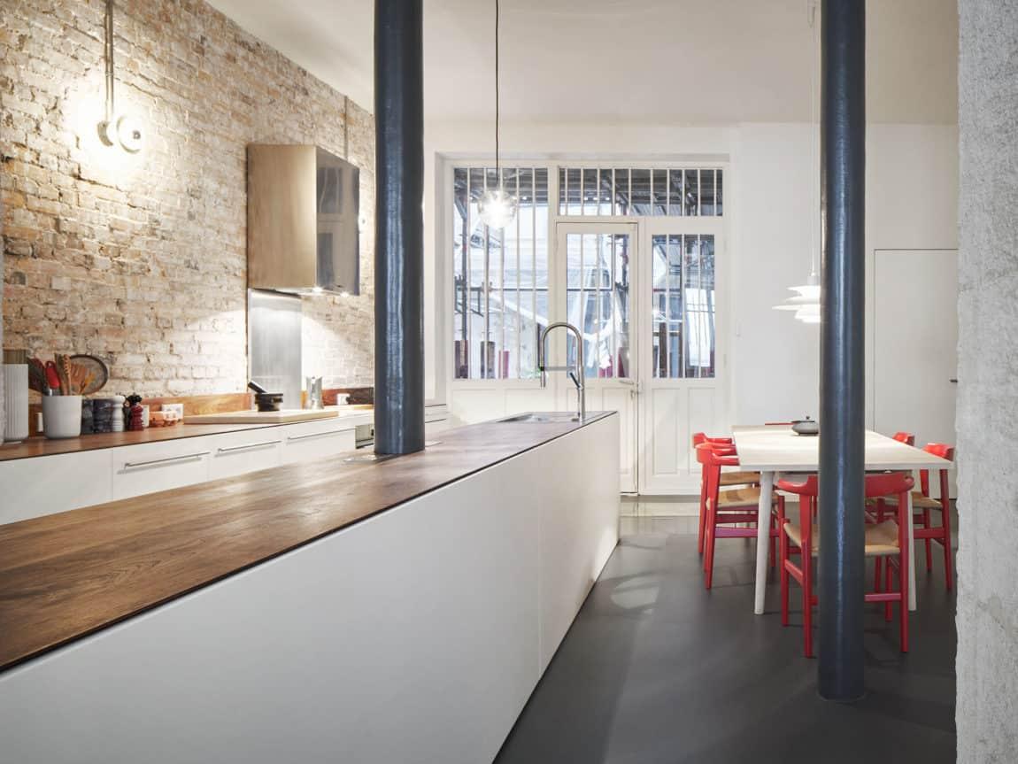 Glass & Walnut Loft by CUT Architectures (18)