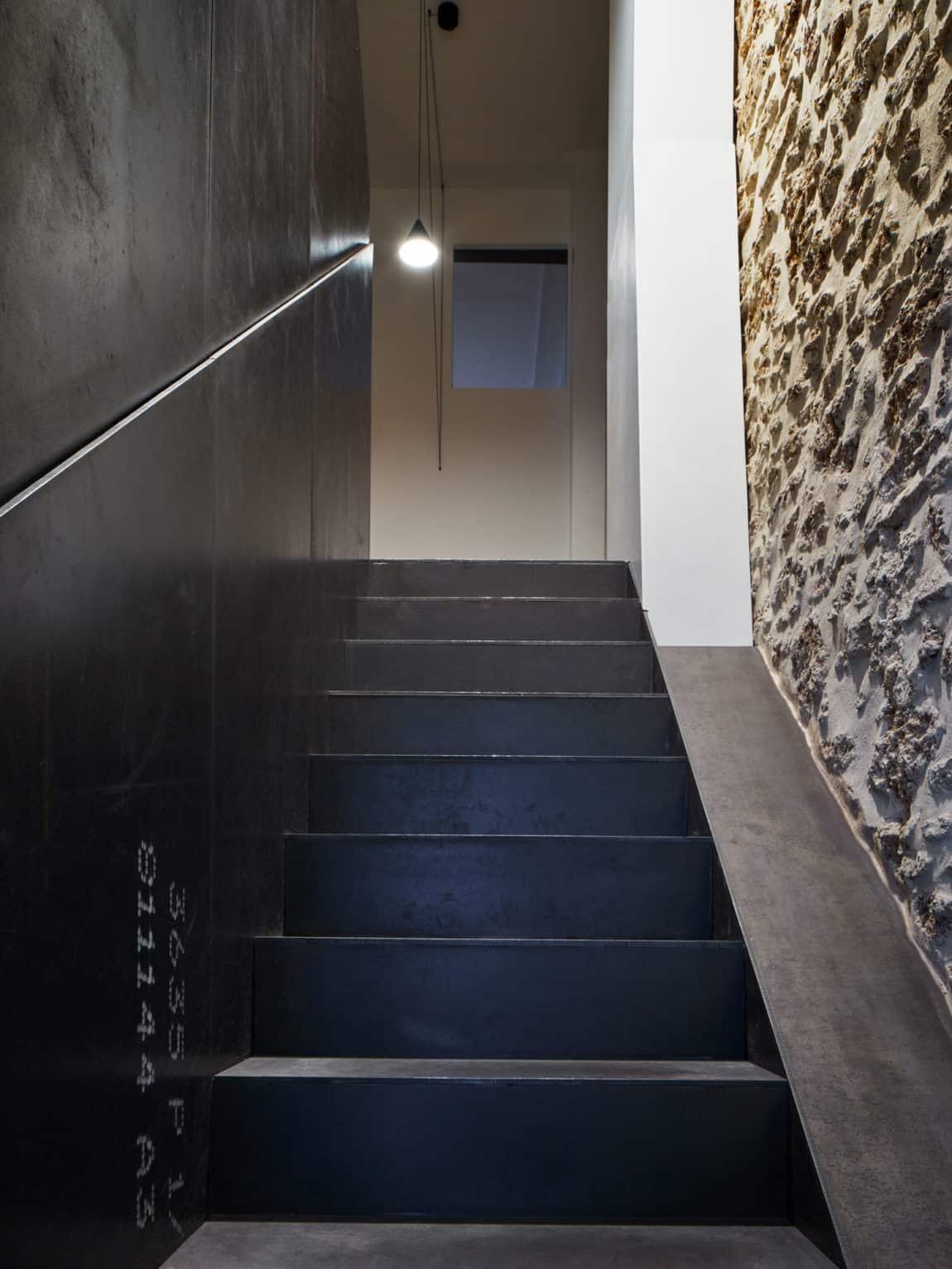 Glass & Walnut Loft by CUT Architectures (20)