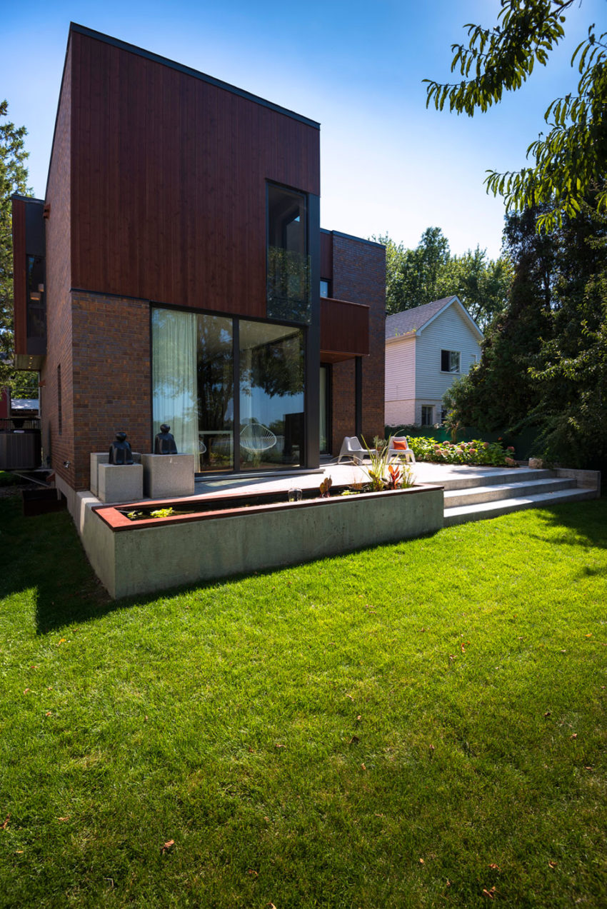 Home in Montreal by Anik Peloquin Architecte (3)