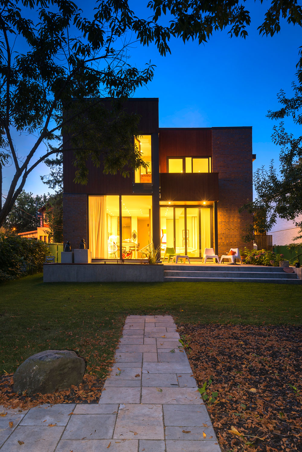 Home in Montreal by Anik Peloquin Architecte (13)