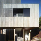 Sunshine Beach House by Shaun Lockyer Architects (1)