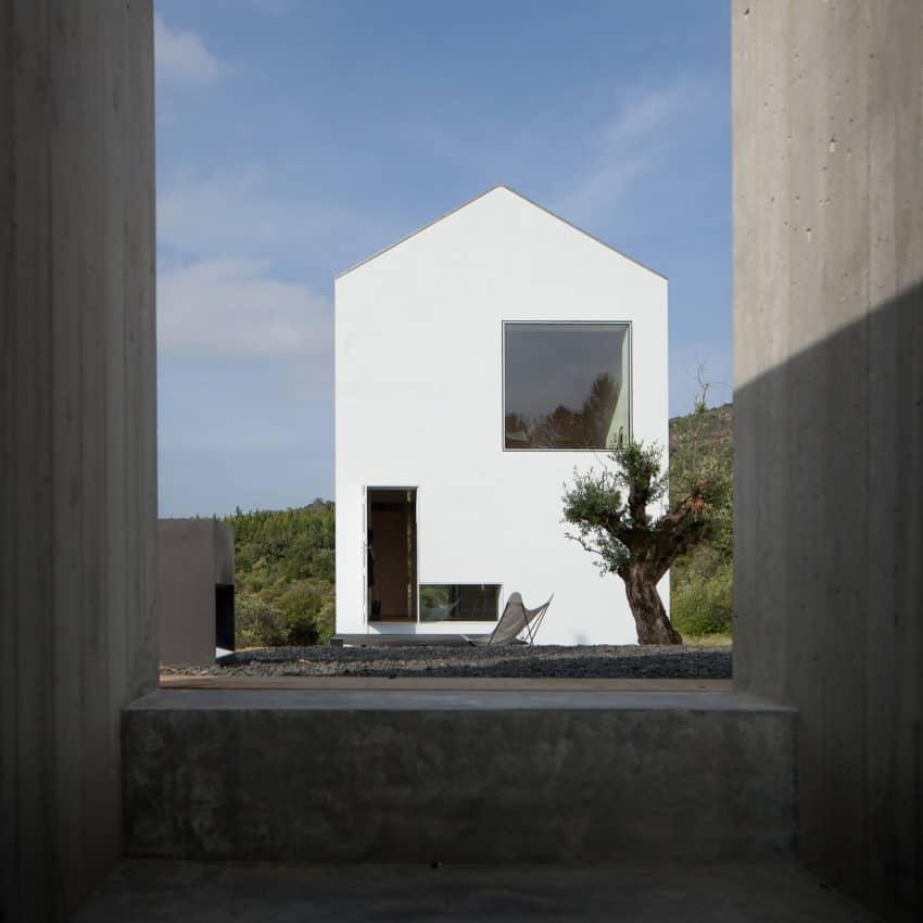 Fonte Boa House by João Mendes Ribeiro (6)