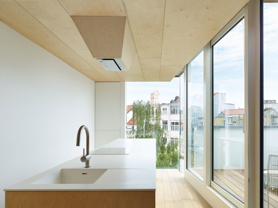 Home in Schaerbeek by Martens/Brunet Architects (10)
