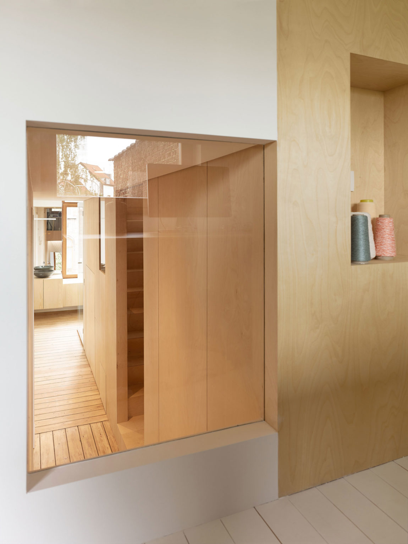 Home in Schaerbeek by Martens/Brunet Architects (19)