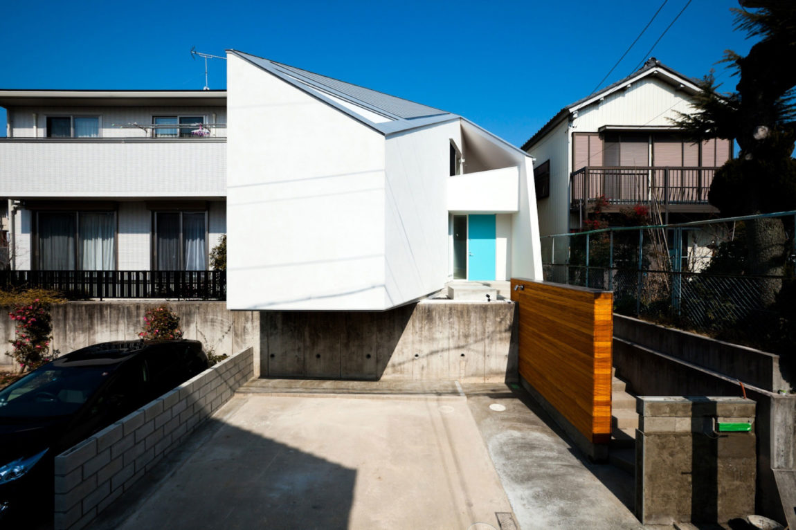House in Nagoya by Atelier Tekuto (1)