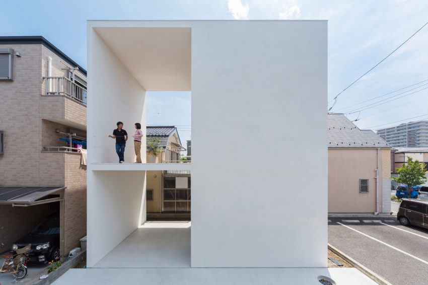 Little House with a Big Terrace by Takuro Yamamoto (1)
