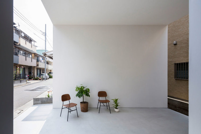 Little House with a Big Terrace by Takuro Yamamoto (2)