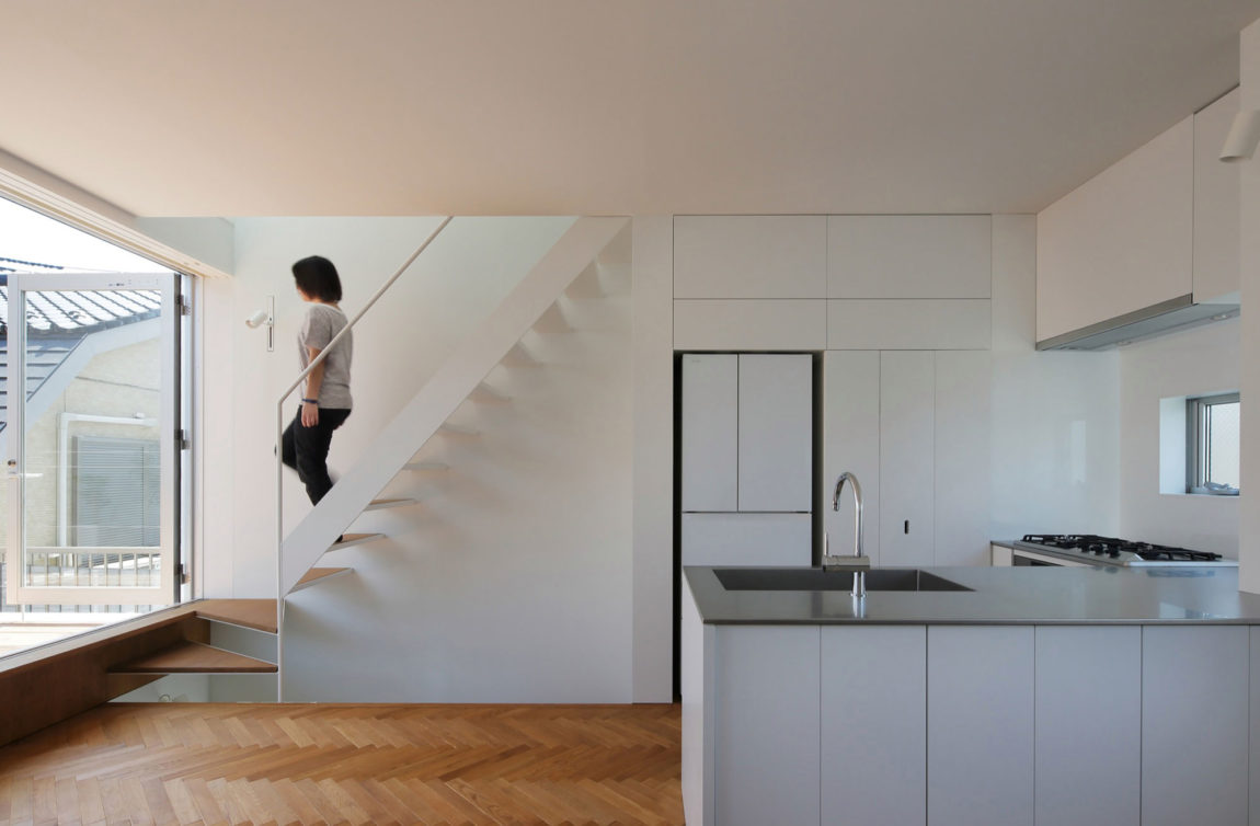 Little House with a Big Terrace by Takuro Yamamoto (8)