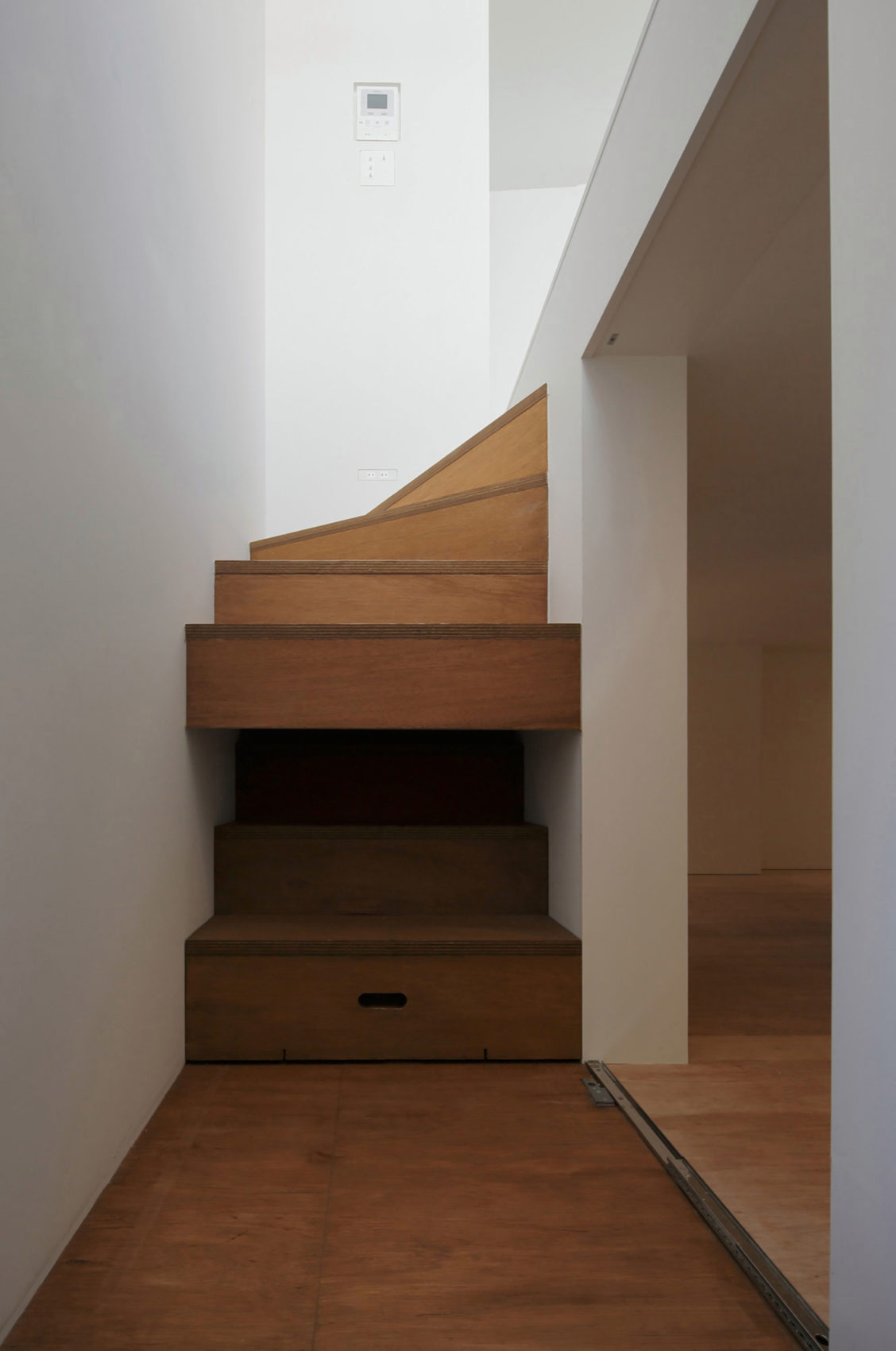Little House with a Big Terrace by Takuro Yamamoto (10)
