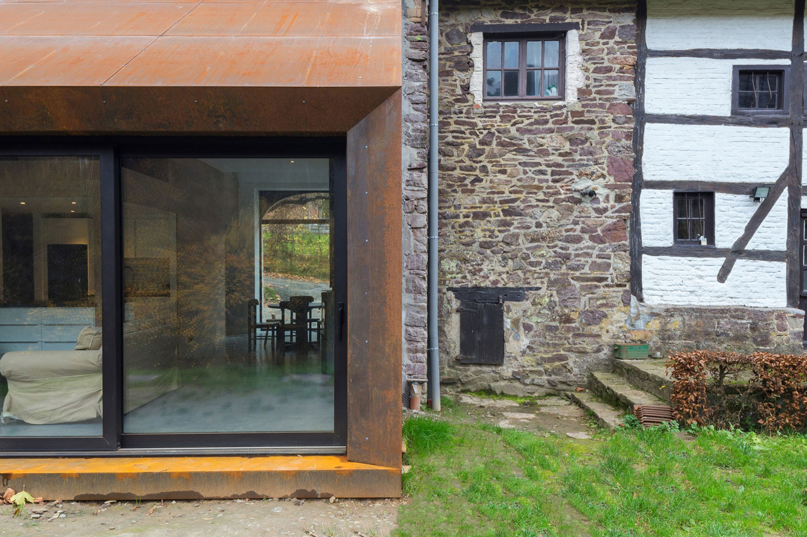 Puzzle's Architecture Create a Contemporary Extension for an Eighteenth-Century Home