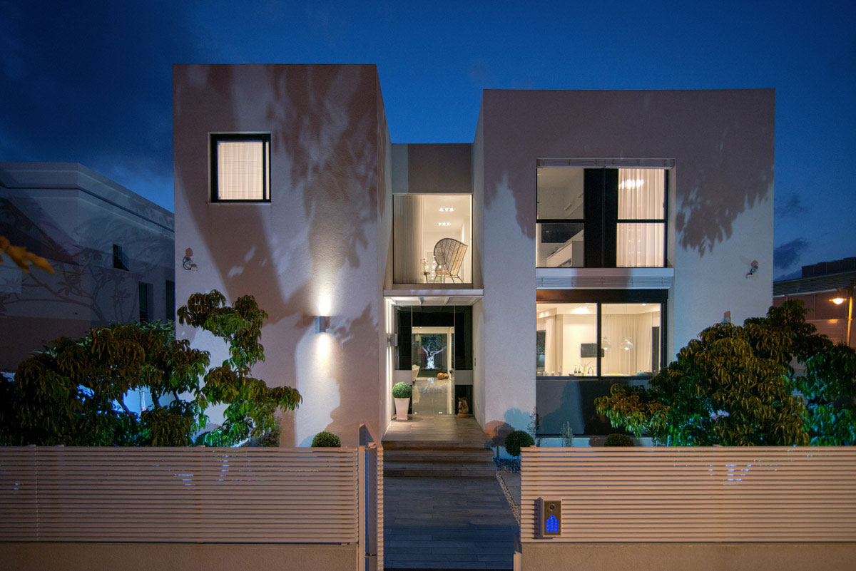 BLV Design/Architecture Create an Elegant Contemporary Home in Bat Hadar