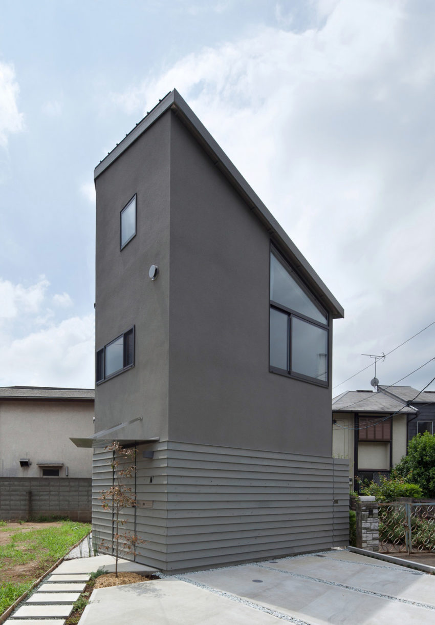 Small House with Floating Treehouse by Yuki Miyamoto A (1)