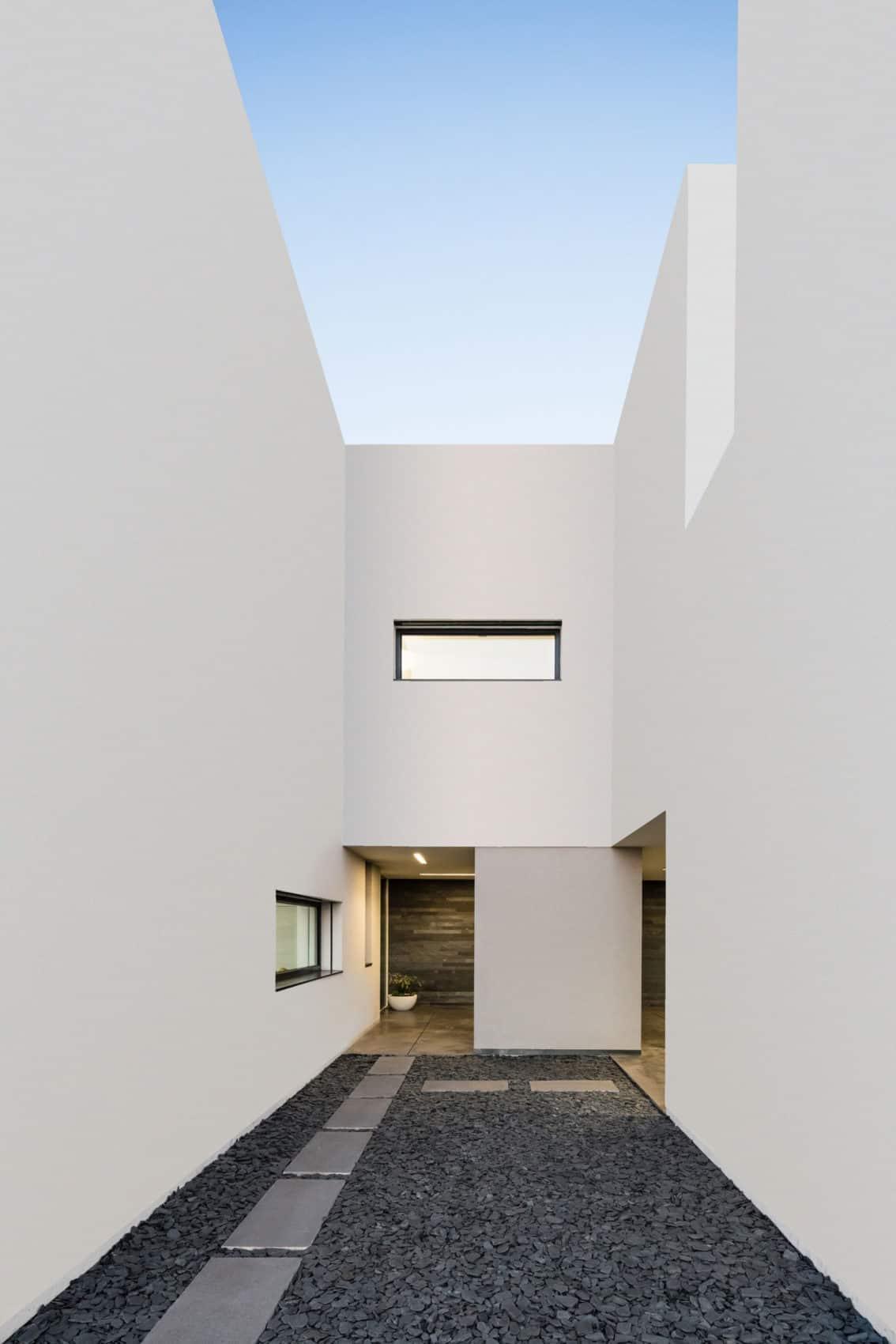 Touguinho II House by Raulino Silva Arquitecto (6)