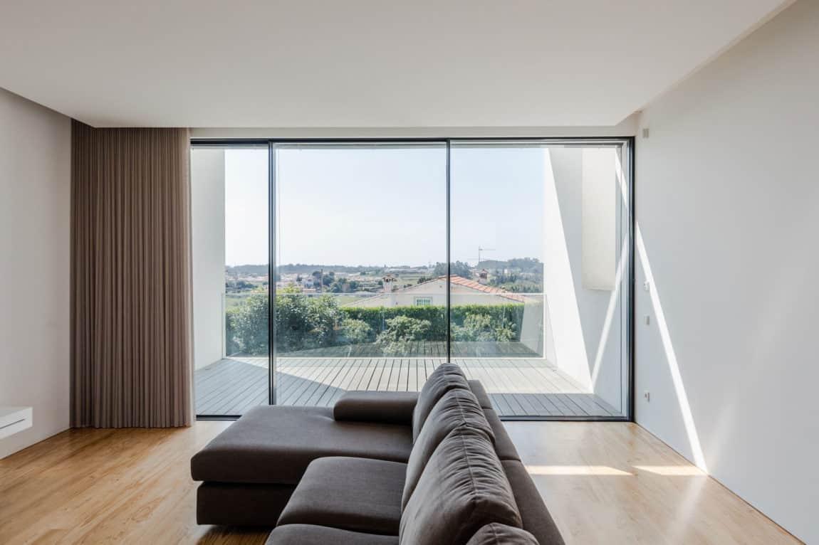 Touguinho II House by Raulino Silva Arquitecto (11)