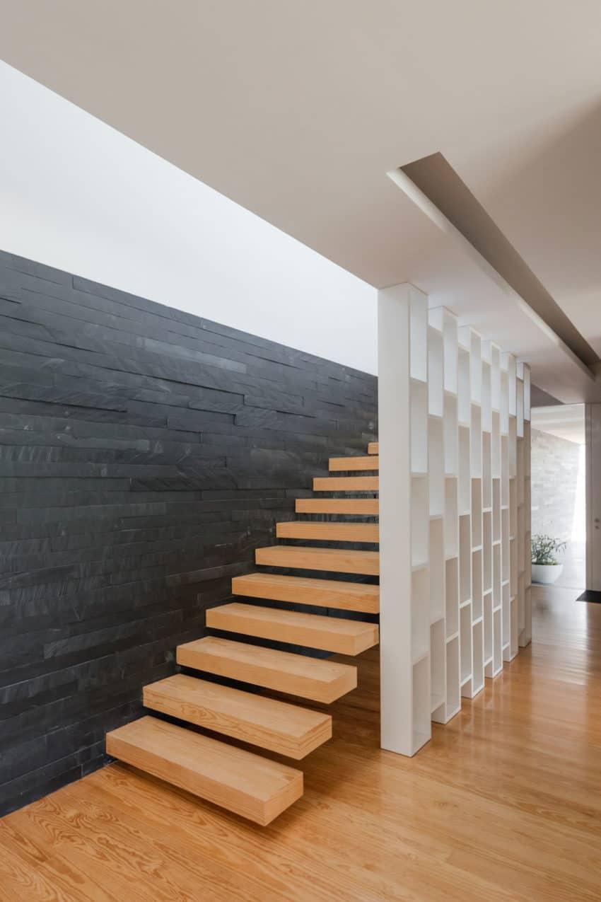 Touguinho II House by Raulino Silva Arquitecto (18)