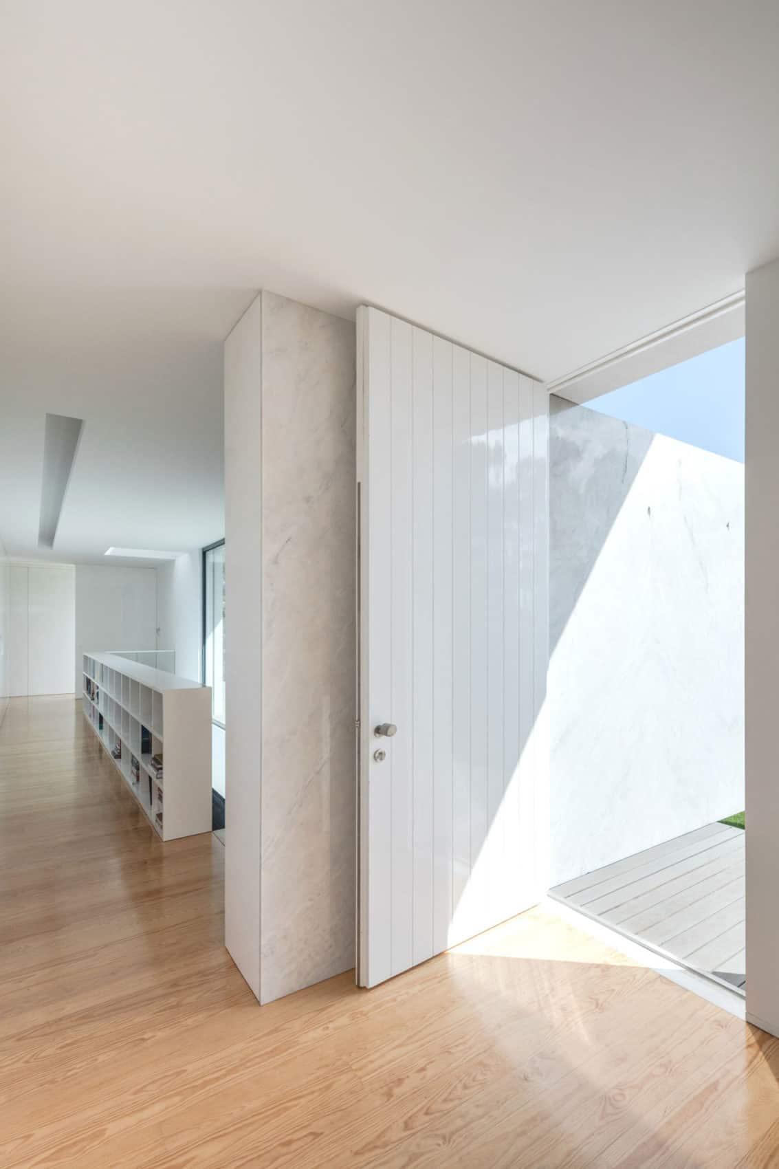Touguinho II House by Raulino Silva Arquitecto (20)