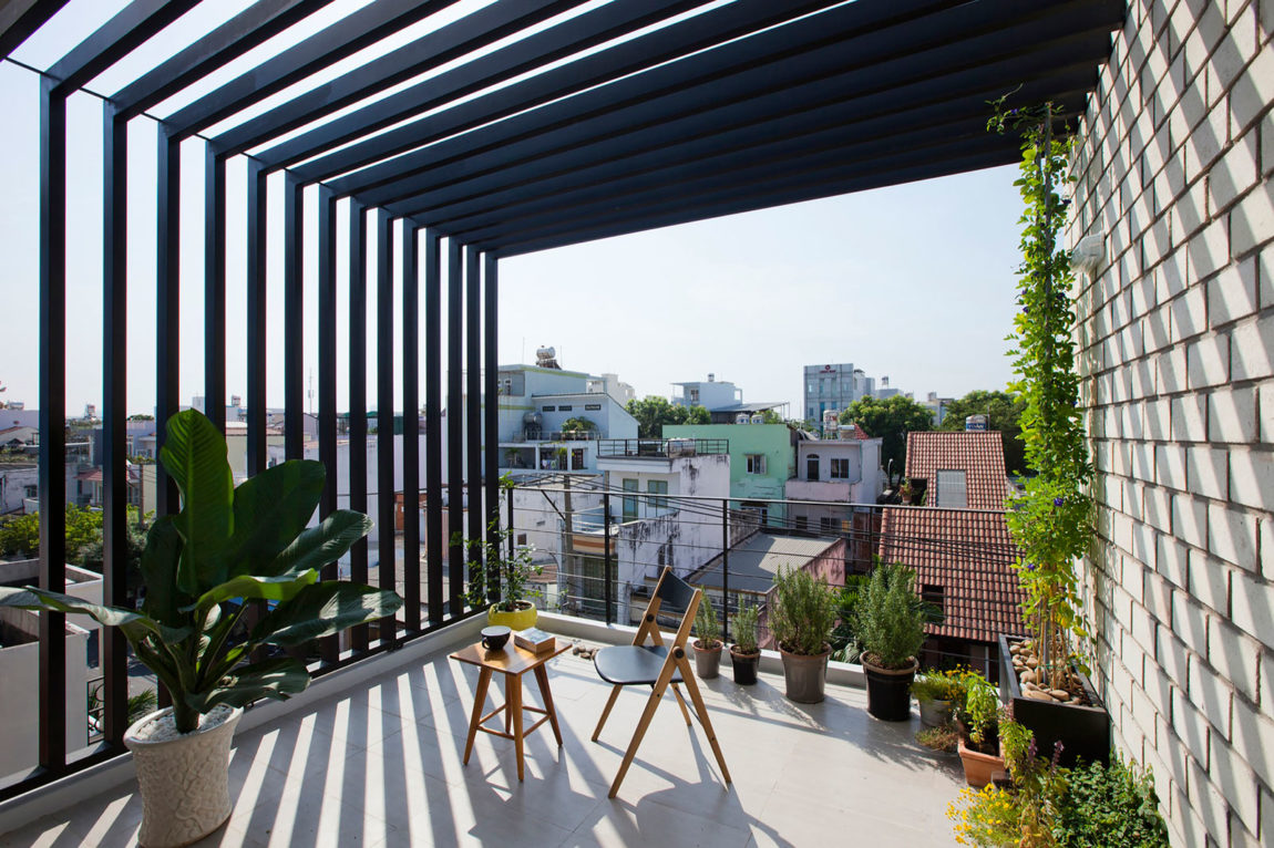 Townhouse with a Folding-Up Shutter by MM++ architects (5)